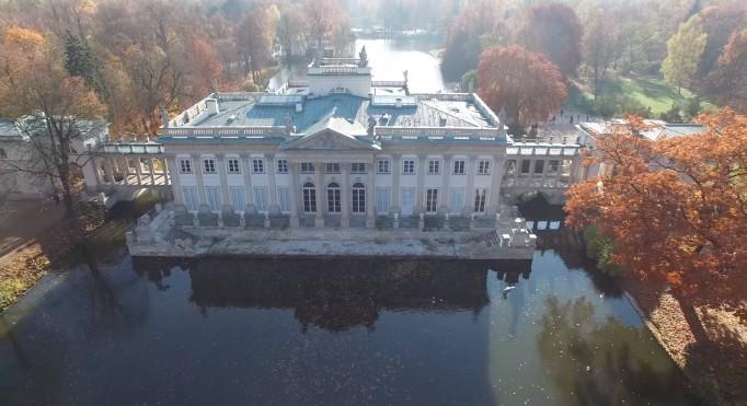 łazienki Królewskie Zachwycają Jesienią Zobacz Film Z Drona